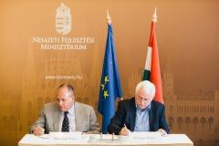 Morenth Péter (HTA ügyvezető elnöke), Fónagy János (NFM parlamenti államtitkára)